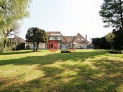 居外网在售卢森堡5卧3卫的房产总占地2307平方米