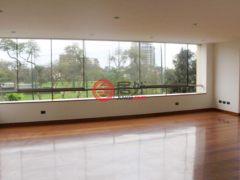 居外网在售秘鲁San Isidro4卧5卫的房产总占地323平方米USD 2,850 / 月