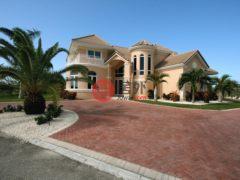 居外网在售开曼群岛Bodden Town4卧4卫的房产总占地1969平方米USD 1,250,000
