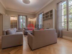 居外网在售阿根廷4卧4卫的独栋别墅总占地571平方米USD 10,000 / 月
