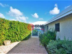 居外网在售美属维京群岛3卧2卫的房产总占地2711平方米USD 799,000