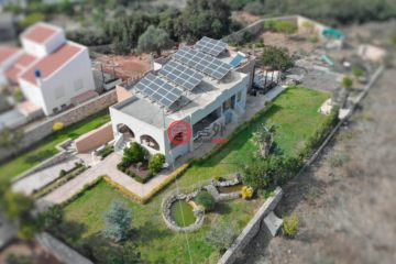 居外网在售希腊3卧1卫原装保留的房产总占地1900平方米EUR 390,000