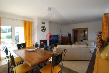 居外网在售葡萄牙5卧3卫原装保留的房产总占地1645平方米EUR 349,000