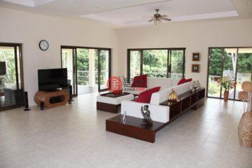 居外网在售泰国3卧3卫原装保留的房产总占地1468平方米THB 9,000,000