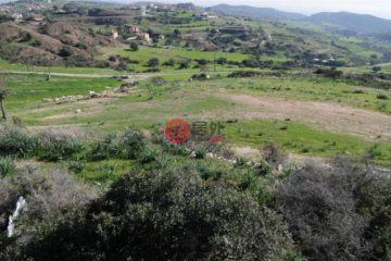 居外网在售塞浦路斯ParekklisiaEUR 2,550,000总占地14100平方米的土地
