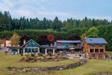 居外网在售加拿大8卧10卫曾经整修过的房产总占地26700平方米CAD 4,988,000